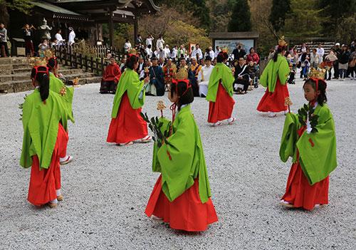 英彦山神宮 稚児舞.jpg